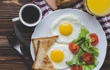 Для гостей номеров класса Люкс и VIP включены бесплатные завтраки. Чашечка горячего чая с сочным бутербродом - замечательное начало дня.