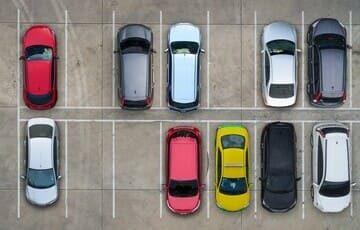 Большая (520 кв.м.), охраняемая парковка на территории гостиницы с вместимостью как малогабаритного транспорта, так и крупногабаритного.